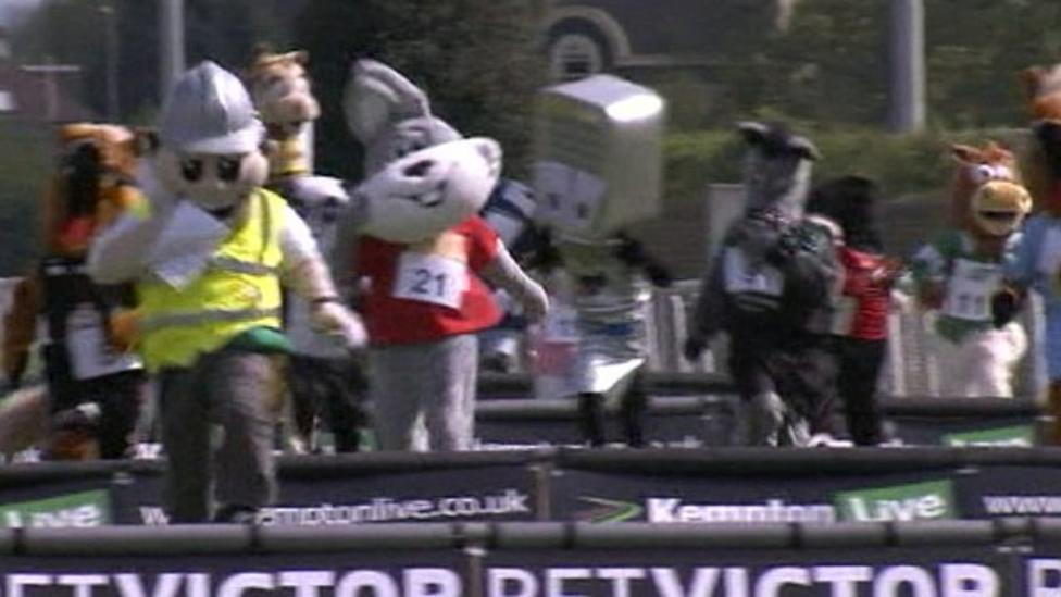 Mascots race in Grand National