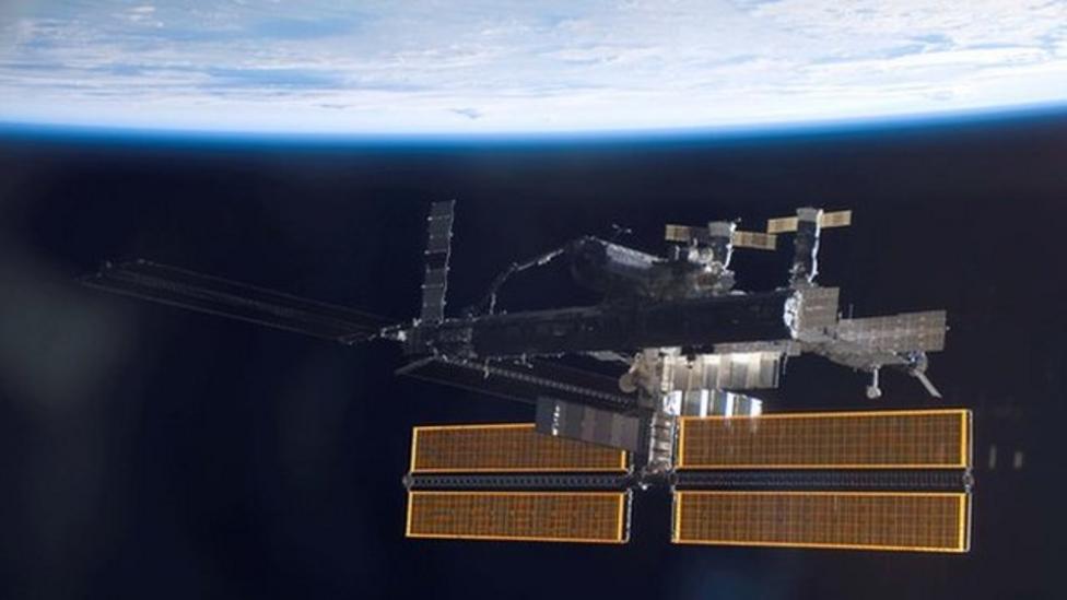 Astronauts' space walk safe