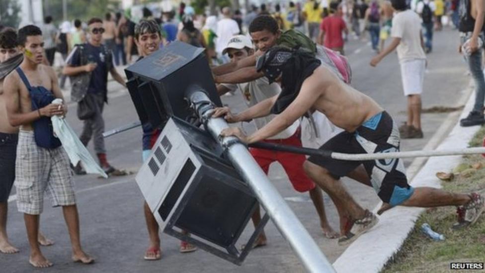 Brazil protests despite fare U-turn