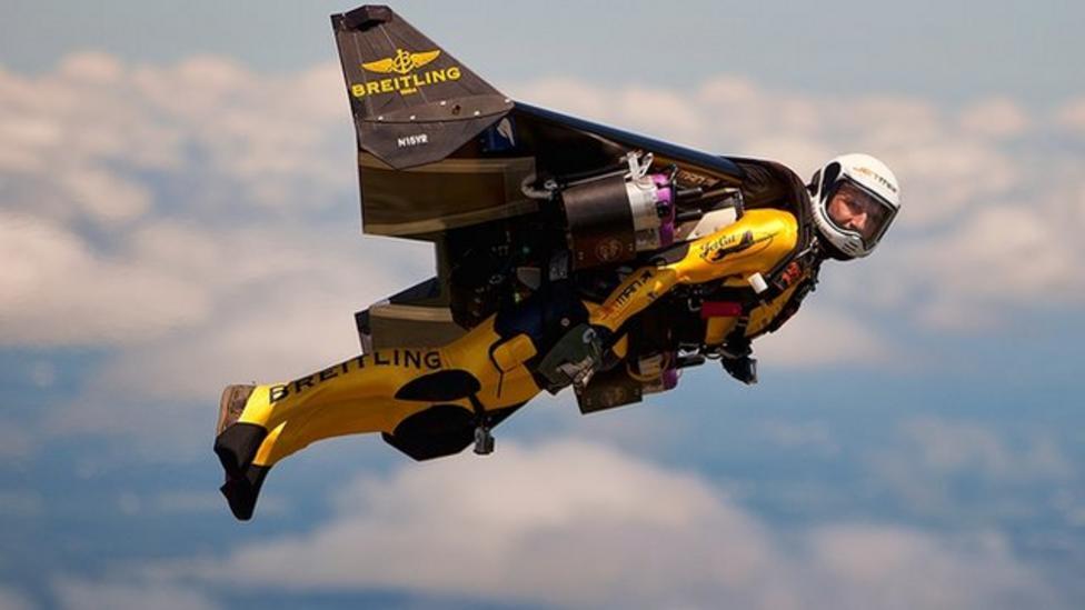 'Jetman' shows off flying jet suit
