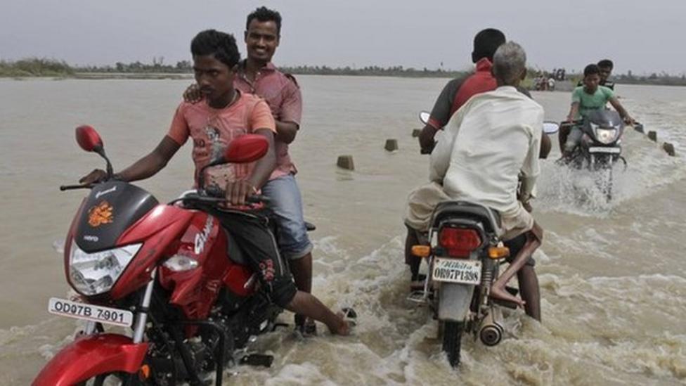Cyclone Phailin hits eastern India