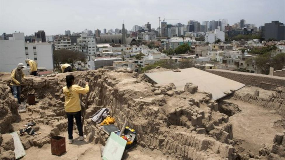 Two mummies discovered in Peru