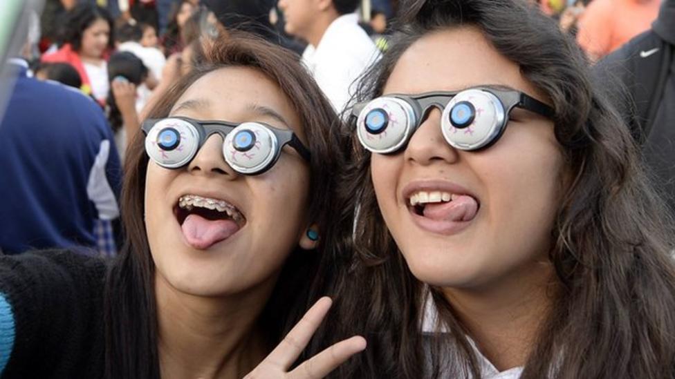 Googly eyes world record smashed