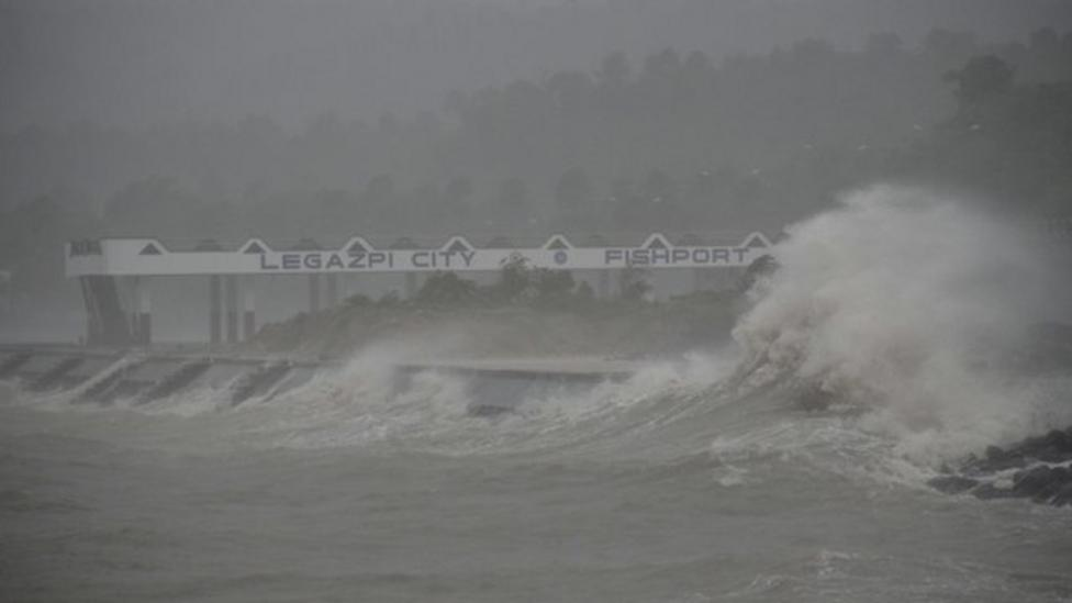Giant storm hits the Philippines