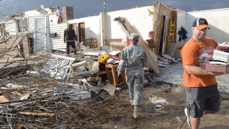 Fierce tornadoes hit US midwest