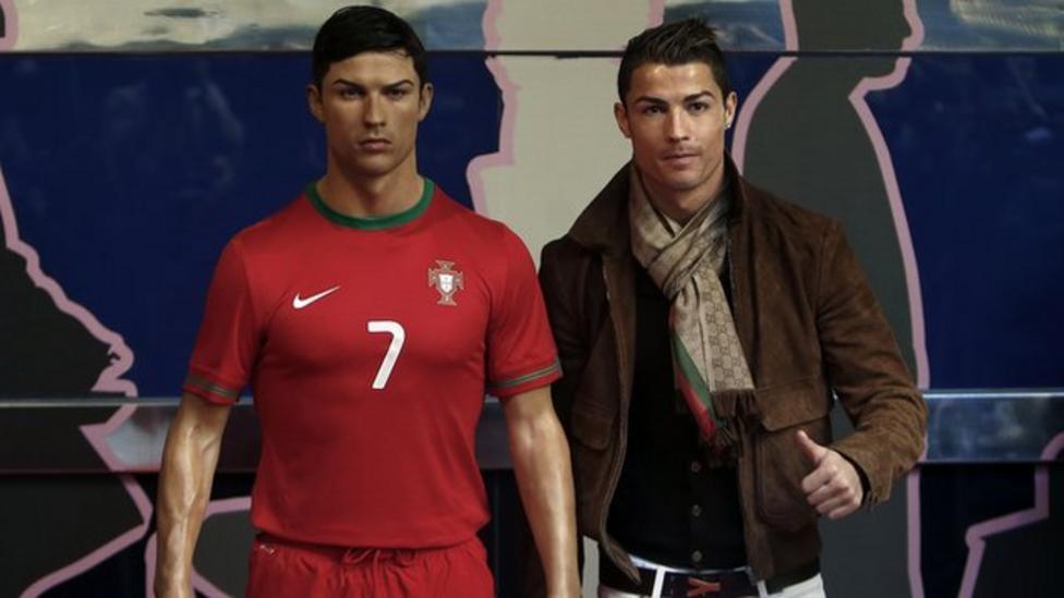 Ronaldo gets waxwork of himself