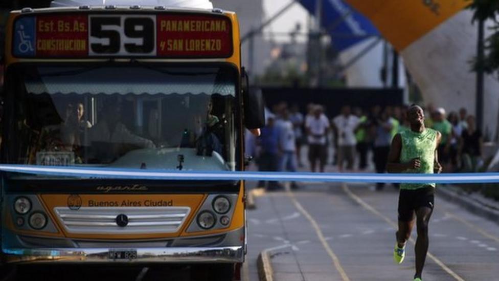 Usain Bolt races a bus - but who won?