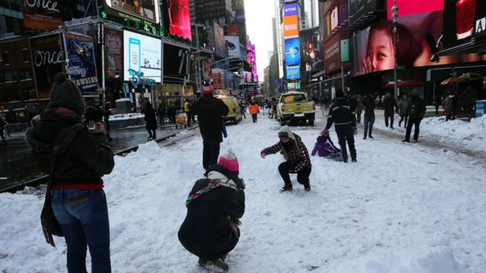 Huge snowstorm hits America and Canada