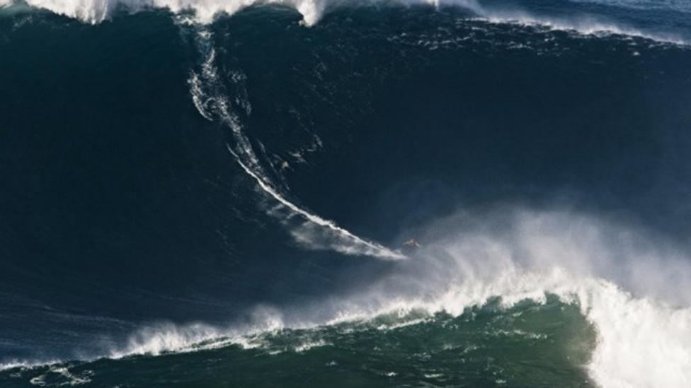 Garrett McNamara surfs record wave