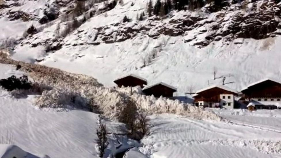 Avalanche caught on camera in Italy