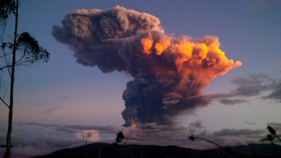 Ecuador volcano spews 10km ash plume