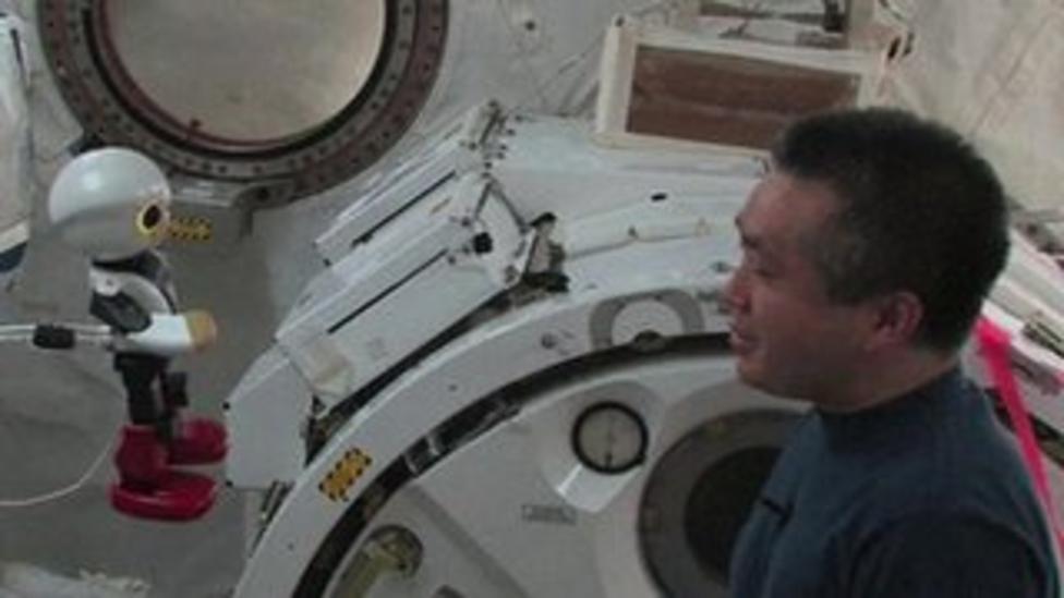 Astronaut says goodbye to robot friend