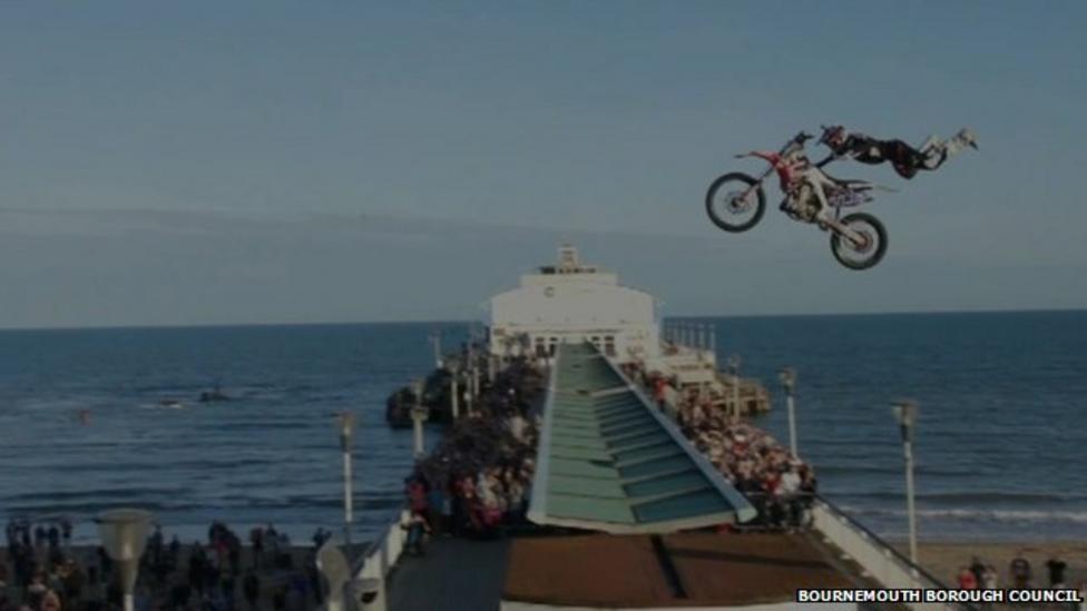 Motocross rider jumps Bournemouth Pier