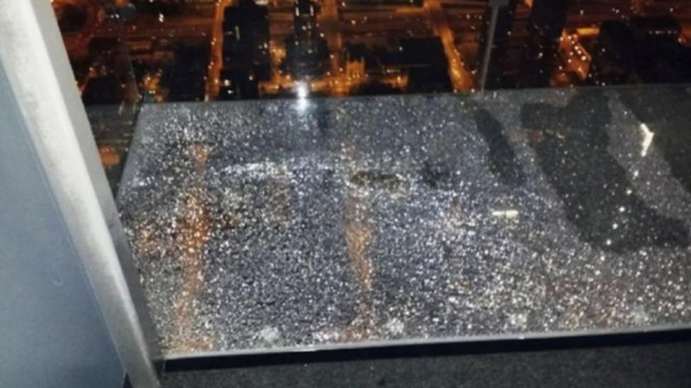 Skyscraper viewing platform cracks