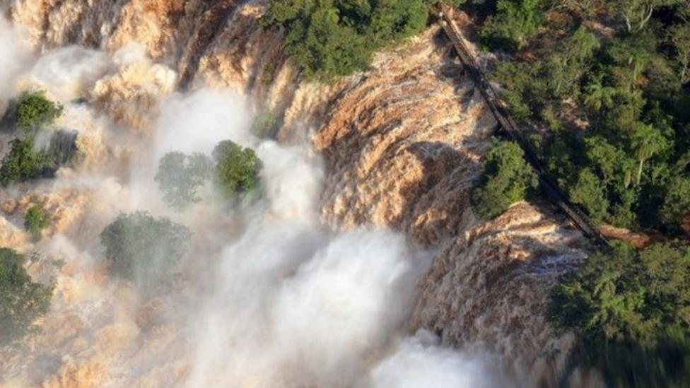 Iguazu waterfall records biggest flow