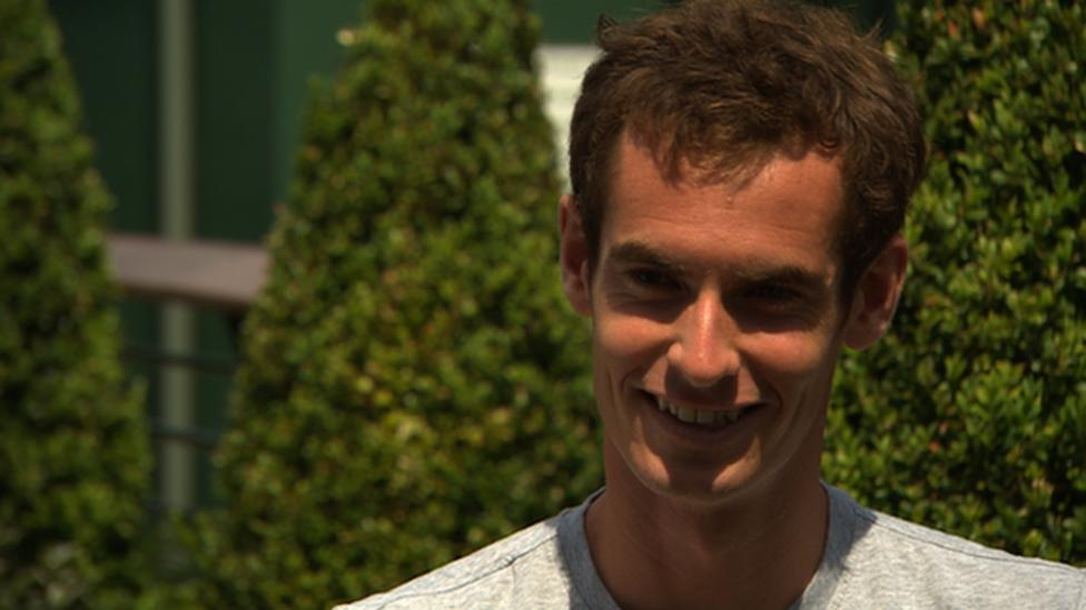 Andy Murray rescues dog before practice