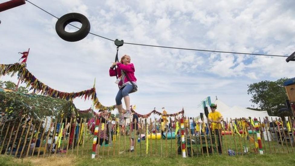 Glastonbury festival gets underway