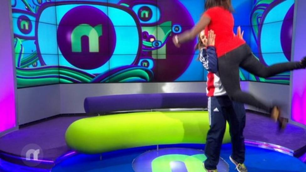 Weightlifter, 15, lifts Newsround presenter