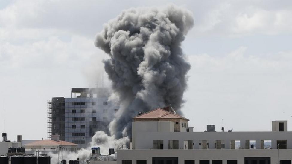 Israeli soldiers move into Gaza