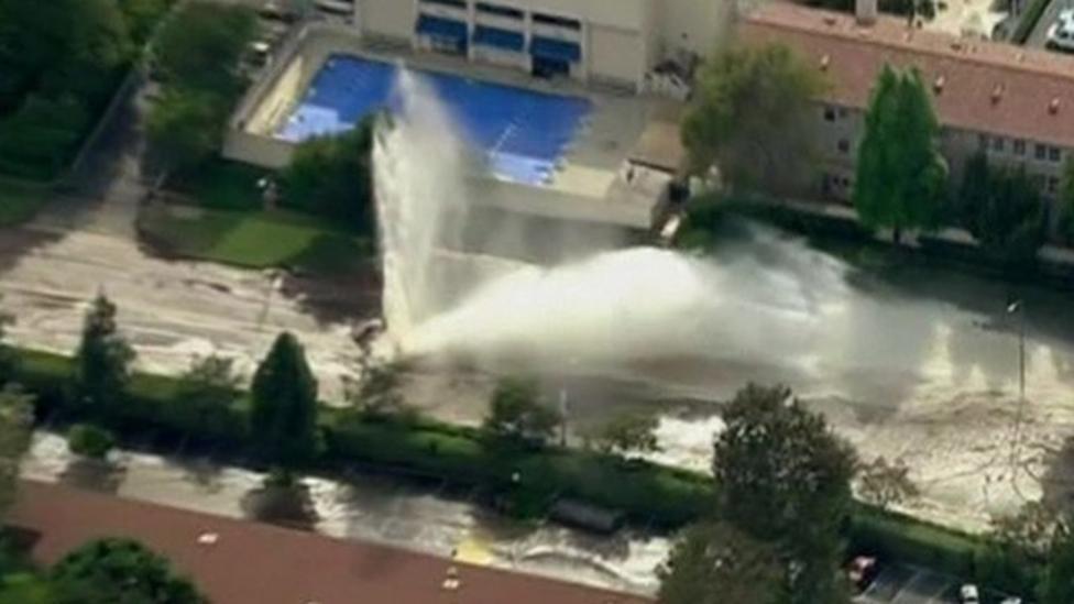 Huge water leak splits road in LA