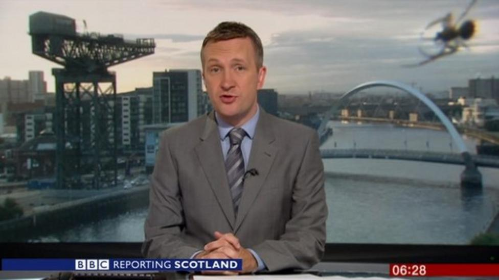 'Giant' spider photobombs newsreader