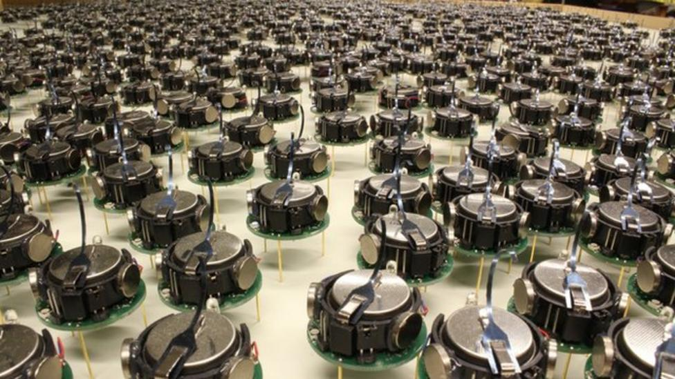 Tiny robots that can swarm together