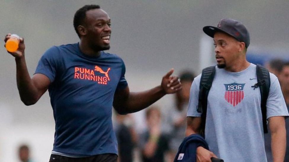 Usain Bolt dances the samba