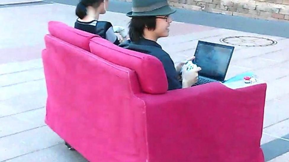 Students travel by robotic sofa