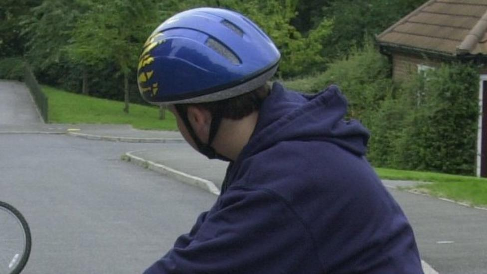 Under 14s cycle helmet law in Jersey