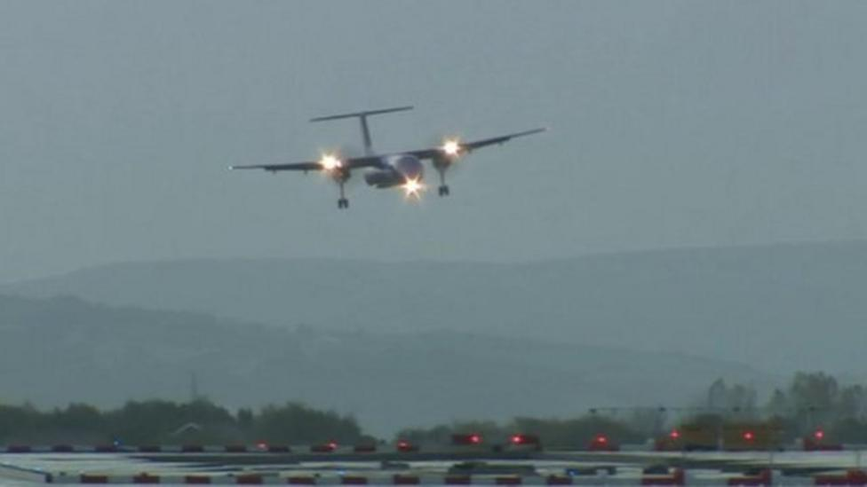 Gonzalo gives planes a wobble as they land
