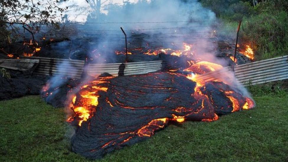 Residents flee lava spill in Hawaii