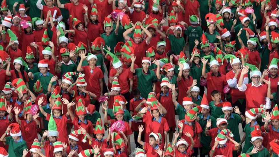 Christmas elves break world record