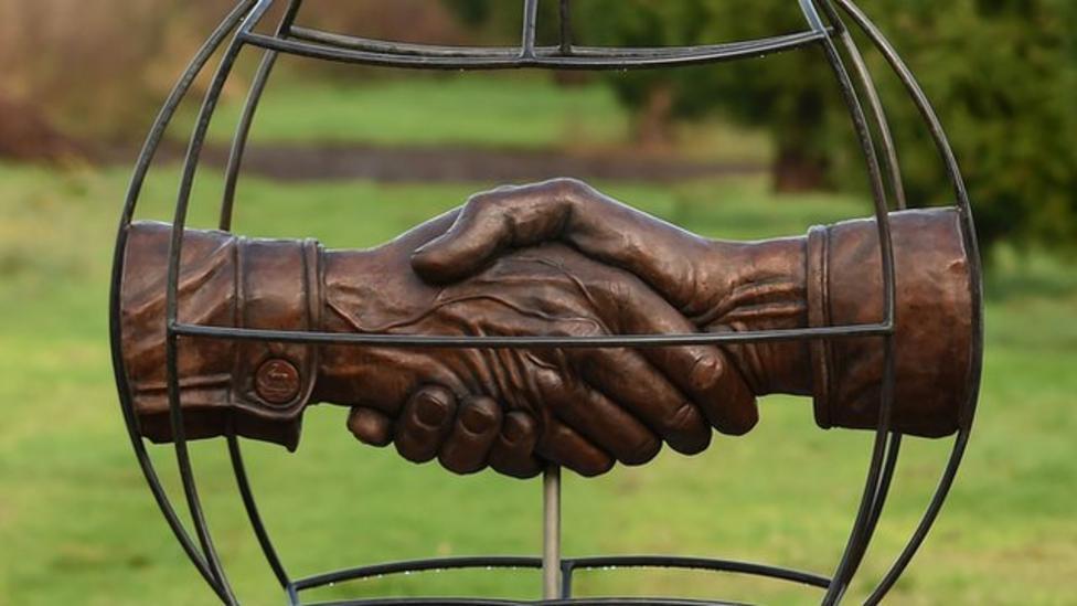 Prince unveils WW1 truce memorial