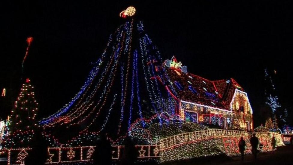 House with 400,000 Christmas lights