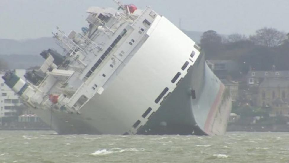 Stranded cargo ship 'frees itself'