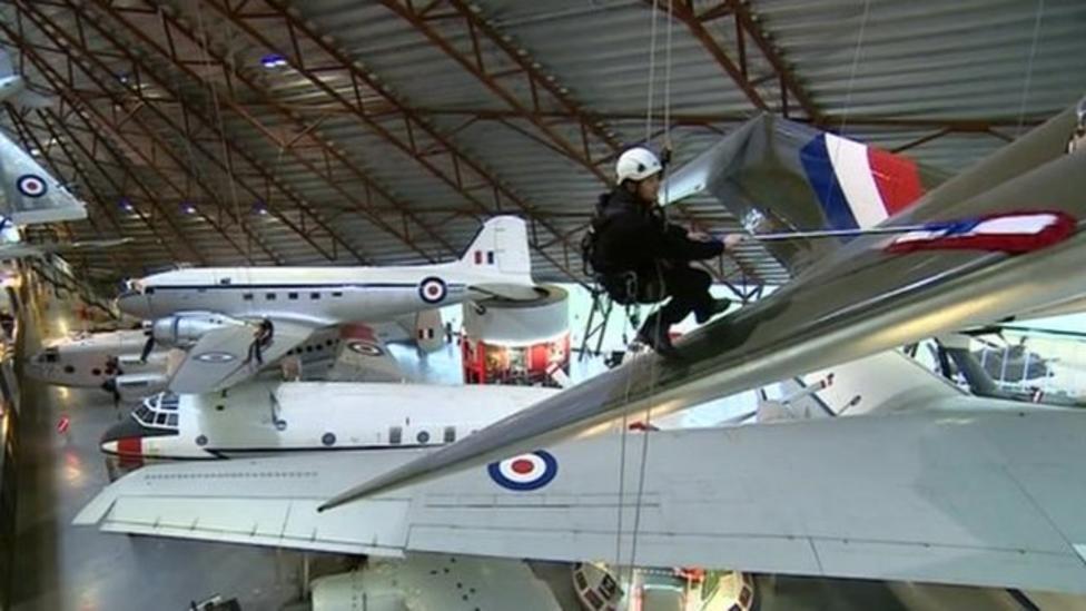 Wing walkers clean RAF planes