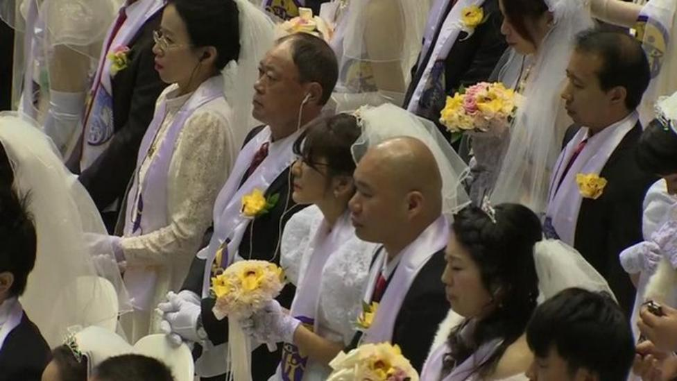 Huge wedding for thousands of couples