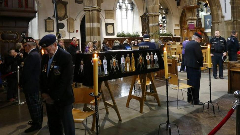 Long queues to see Richard III coffin