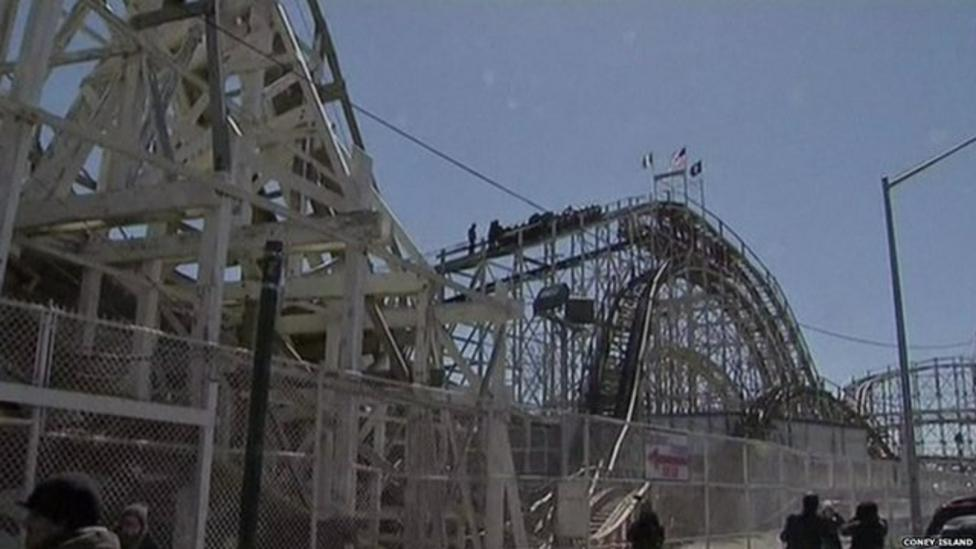 Dozens rescued from rollercoaster
