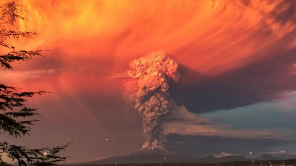 Calbuco volcano spews huge ash cloud