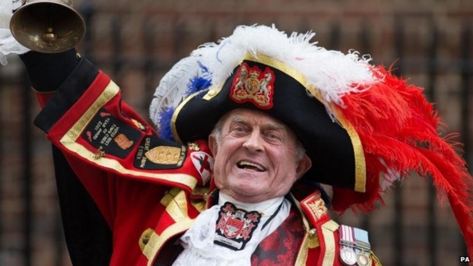 Town crier announces Royal birth
