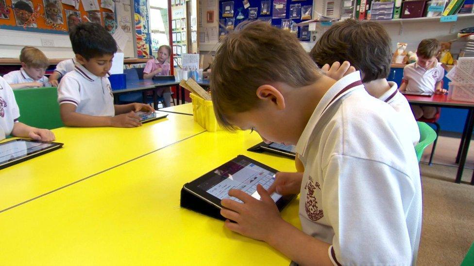 Kids ditch their tech for a week