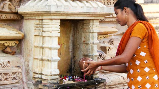 A woman offers prayers at the temple (Credit: Credit: Charukesi Ramadurai)