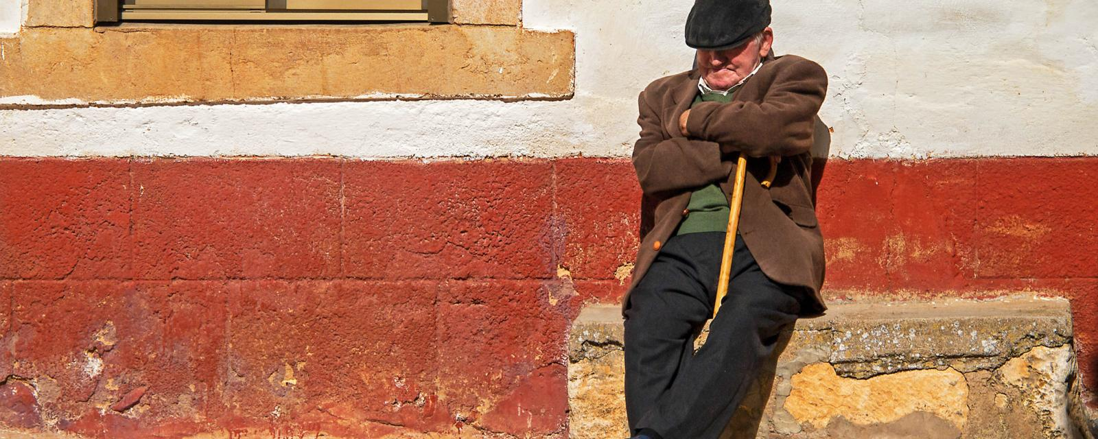 It's time to put the tired Spanish siesta stereotype to bed - BBC