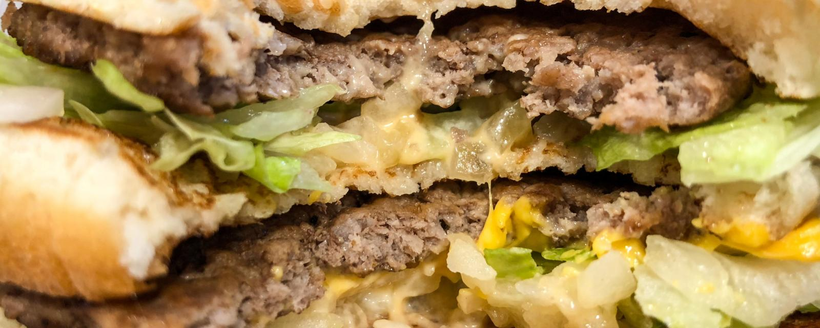 How can a fast food chain ever make money from a $1 burger? - BBC
