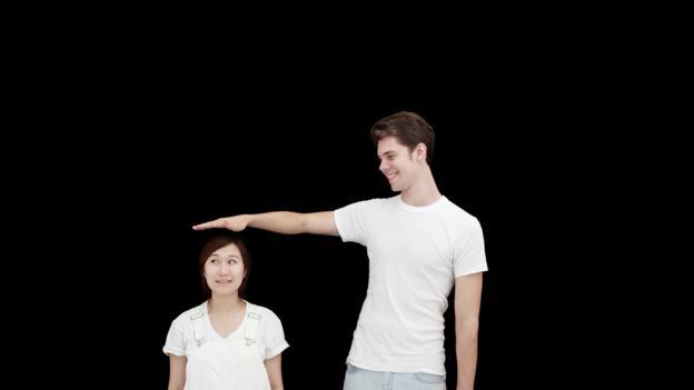 Big guy dating skinny girls when they turn their backs