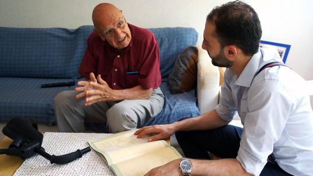 The retirees who room with refugees
