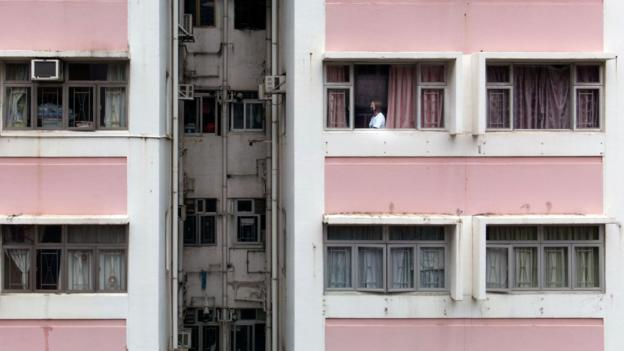 The married couples in Hong Kong who live apart