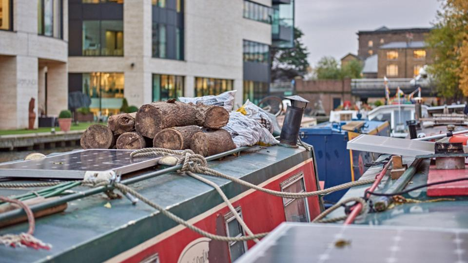 Why young Londoners are moving to houseboats - BBC Worklife