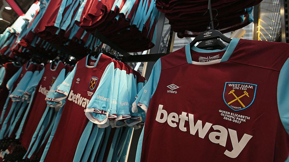 da6335f7 The costs of swapping football shirts - BBC Worklife